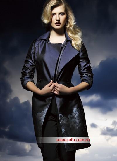 作为高端女装市场的新锐品牌,EASTALES宜色经过先锋的快慢雅着装理念和西体中韵的设想理念,在2011秋冬迎来了品牌的一次文雅绽放。潮流先锋的国际时髦言语,东方元素的特性表示,庸俗沉着的女性美,各种作风分明的EASTALES造型都能够让你在众多带有暖和滋味的秋冬装中找寻到那份属于精英女性的着装魅力。