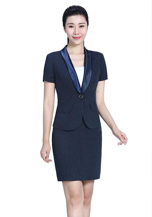 职场女性夏天如何搭配衣服