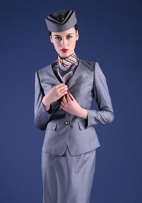 企业白领如何选择自己的时尚职业装